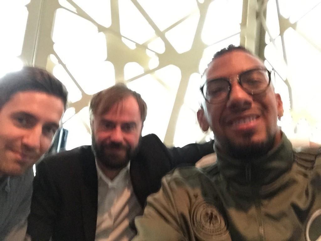 Jerome Boateng knipst diesmal das Selfie – und verwackelt leicht