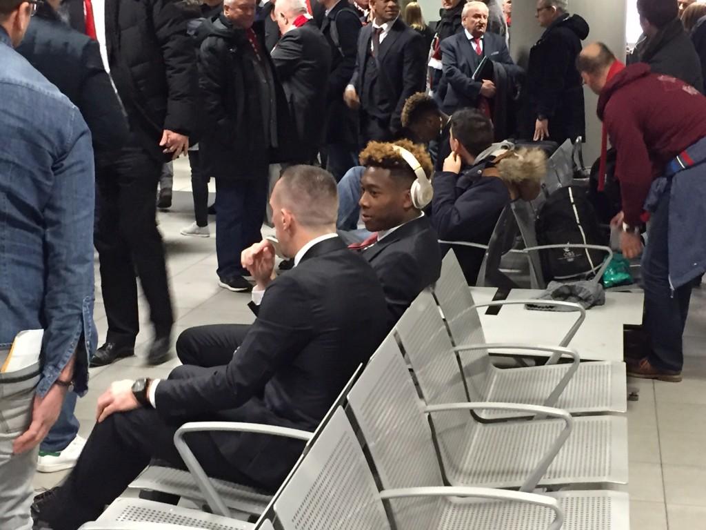 Franck Ribéry und Kumpel David Alaba müssen auf ihr Gepäck in Turin ein wenig warten