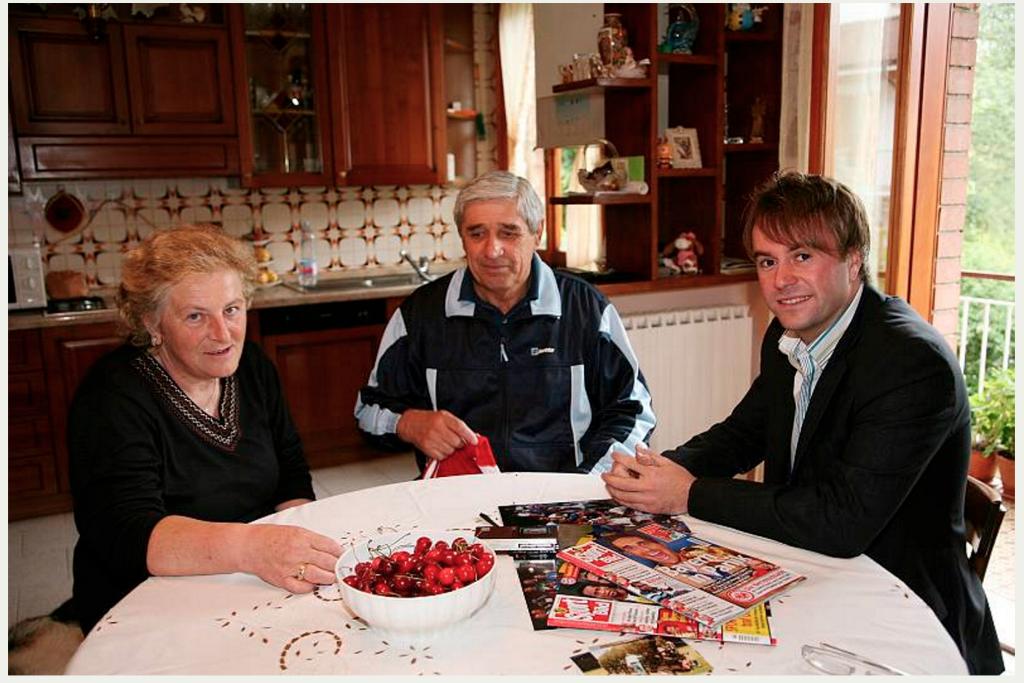 Zu Hause in der Küche von Luca Tonis Eltern