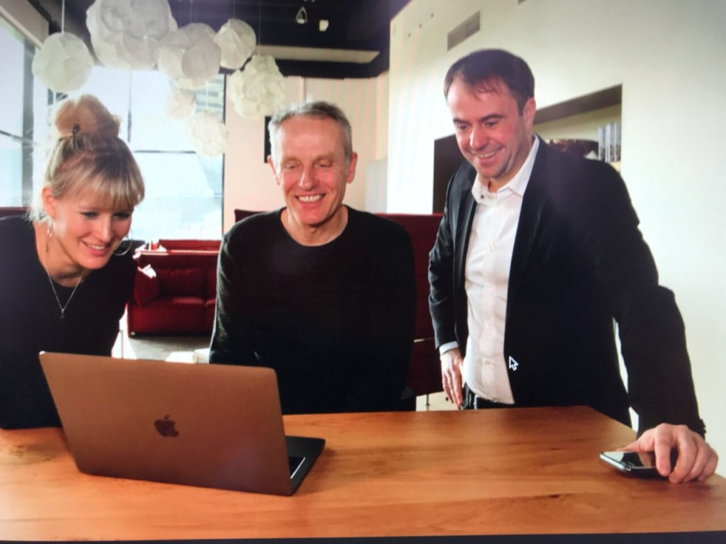 FaceTime: Christian Streich, coach of SC Freiburg, is the interview-partner of Kroos. Left: My colleague NIna