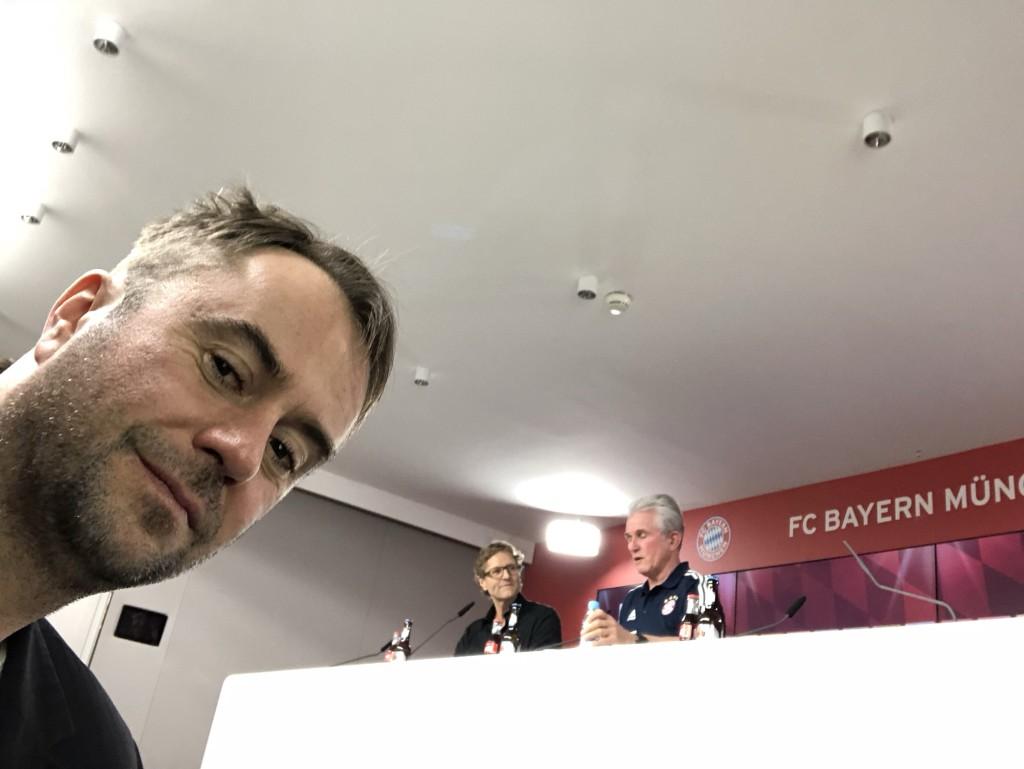 Schon am Freitag 26. Januar besuchte ich für die Reportage die Pressekonferenz mit Jupp Heynckes. Es sollten noch zwei weiter folgen