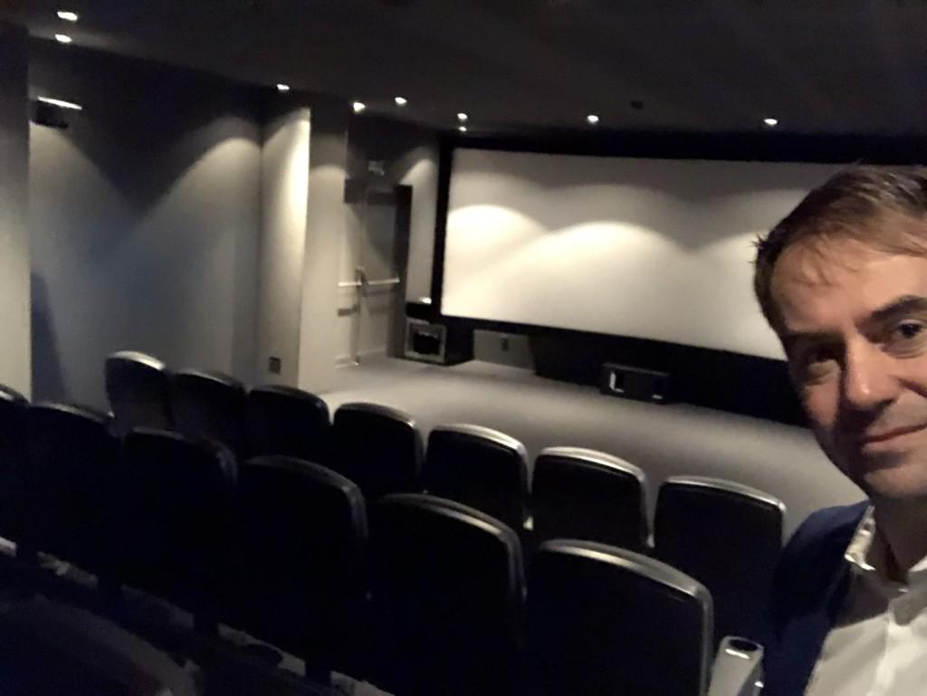 Hier schauen die Real-Profis Filme im privaten Kino-Saal