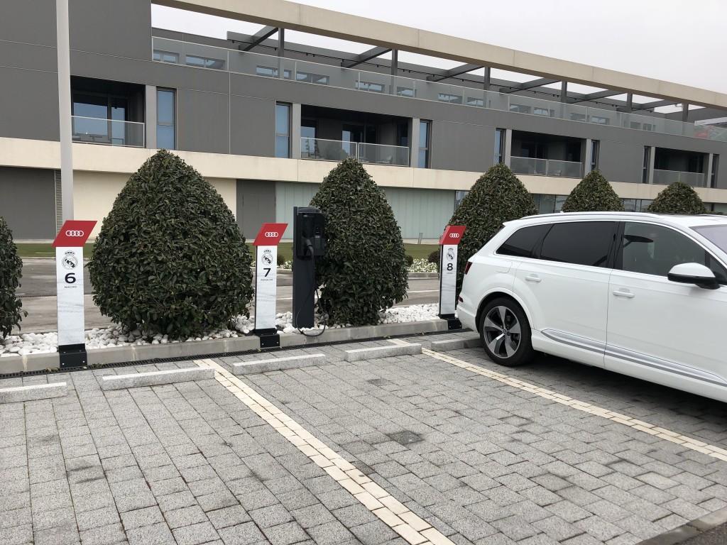 Hier parken Ronaldo und Kroos nebeneinander