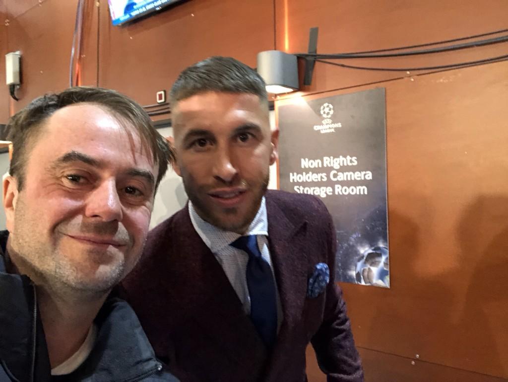 Real-Kapitän Sergio Ramos treffe ich nach dem Spiel ebenfalls noch in den Katakomben