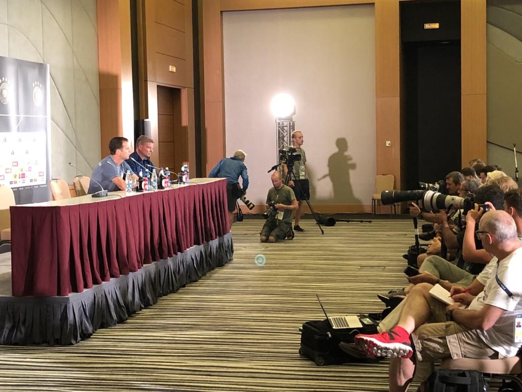 Pressekonferenz im Mannschaftshotel