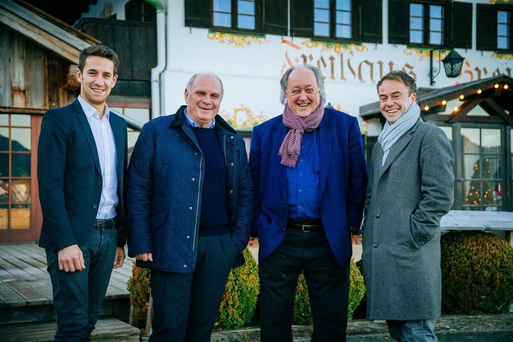 29.12.2016: Gespräch im Freihaus Brenner in Bad Wiessee am Tegernsee. Von links: Tobias Altschäffl, Uli Hoeneß, Raimund Hinko und ich (Photo: Thomas Niedermueller)