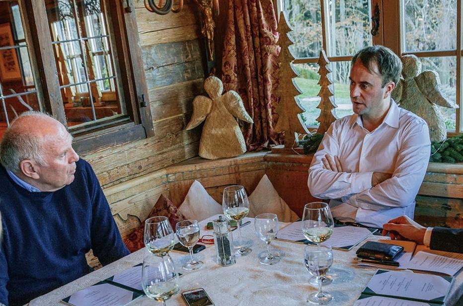 Gemütliche Atmosphäre für kontroverse Gespräche am Tegernsee vor Silvester