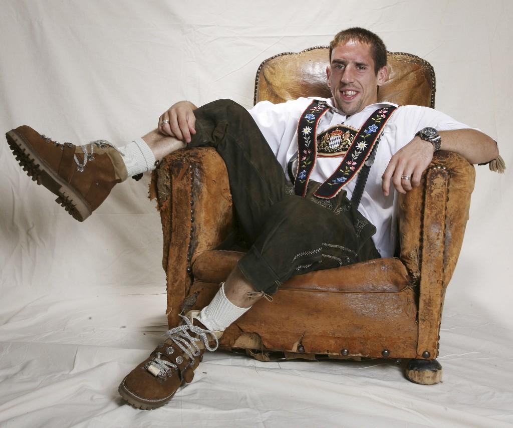 Im Juli 2007 zogen wir für unser Foto-Shooting Ribéry seine erste Lederhose an (Foto: SPORT BILD/Hans-Jürgen Schmidt)