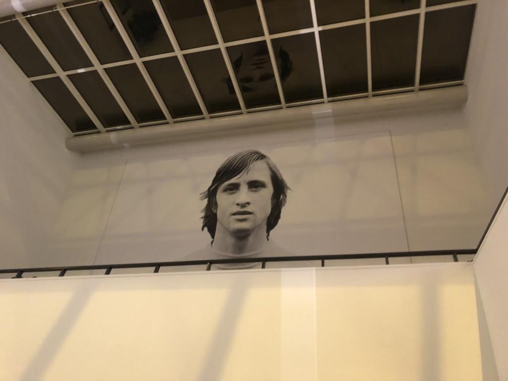 König Johan: In der Arena von Amsterdam blickt Legende Cruyff auf uns herab