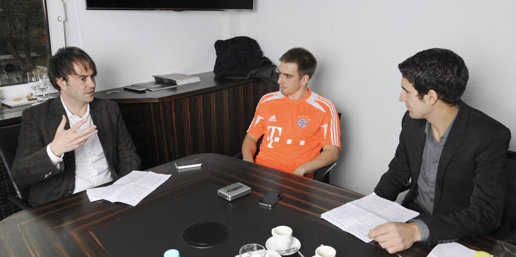 Im April 2013 wurde noch vorsichtshalber auch mit Kassetten-Rekorder beim Interview aufgezeichnet. Einen Monat danach holte Philipp Lahm das Triple (rechts Kollege Tobi)