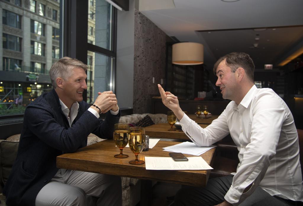 Bastian Schweinsteiger beim Interview im Virgin Hotel